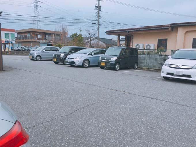 駐車場も広々としています