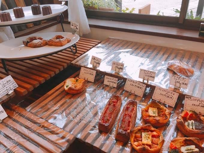 ハンバーグやチーズを使った惣菜パン