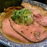 やわなり中華そば | 煮干し系スープにツルシコ麺の相性抜群「和え玉がマストな一杯」