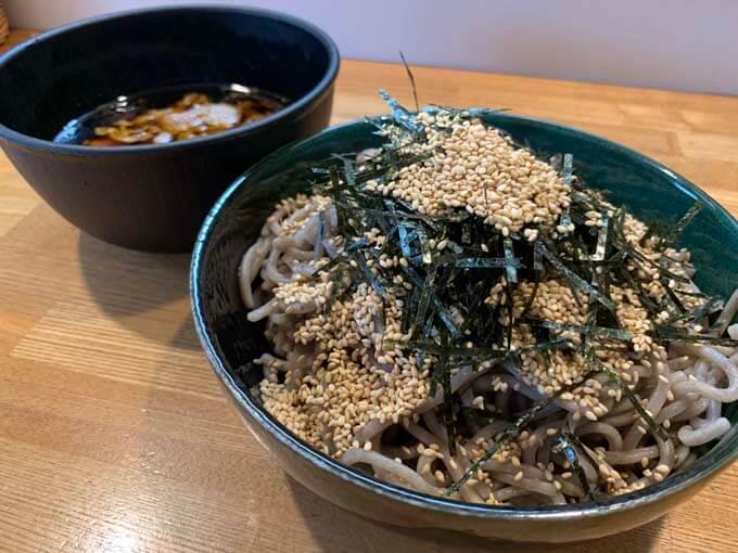 壬生(みぶ) 肉そば | 宅麺で頼むガッツリ系の蕎麦「ピリ辛つけ汁がめちゃくちゃ合う」