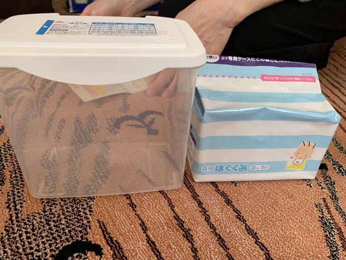 箱と軽量スプーンが付いているセット