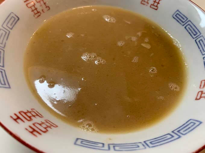 ストレートスープを器にあける