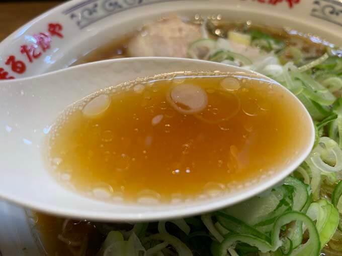 豚骨ベースの醤油スープ