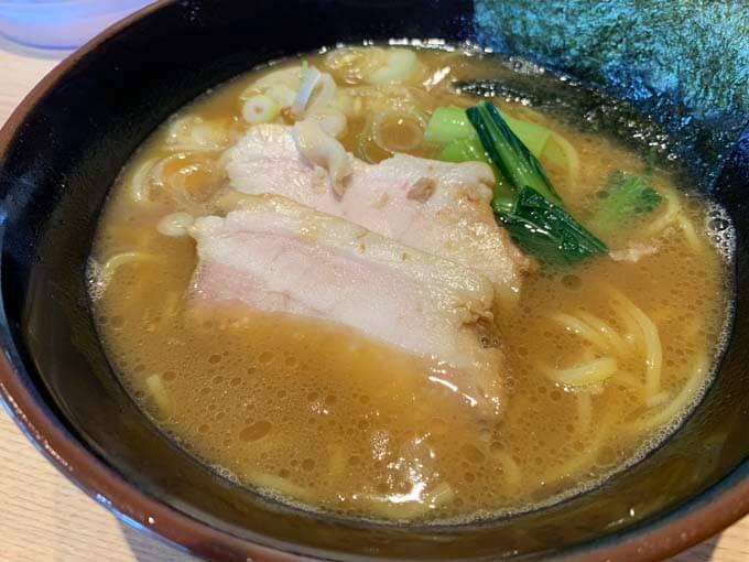 豚骨醤油ラーメン 750円