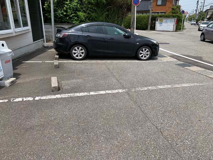 お店横の駐車場