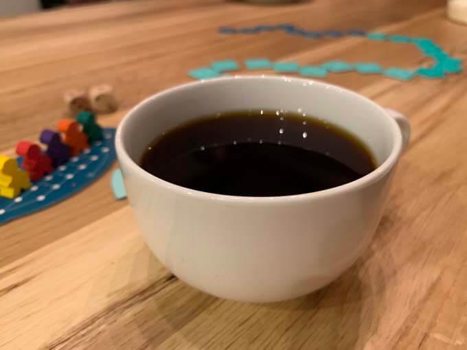 コーヒーとボードゲームを楽しむ