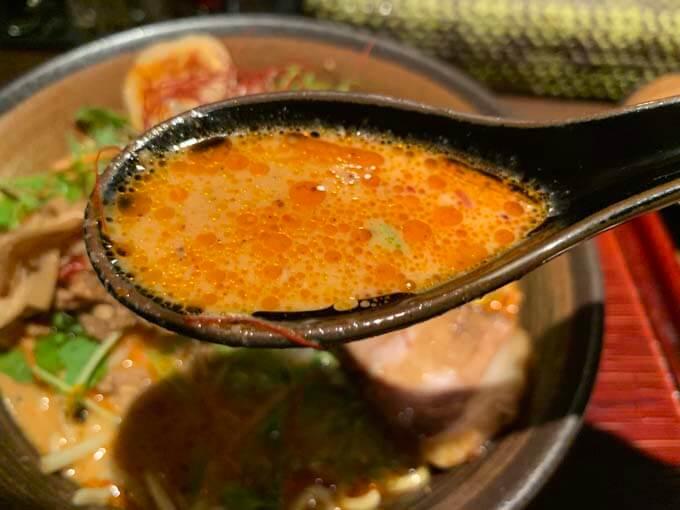 ピリ辛×胡麻の濃厚スープ