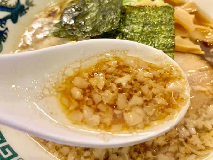 醤油スープと背脂がマッチ