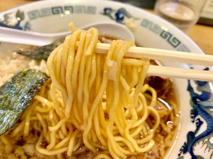 背脂を吸った中華麺がうまい