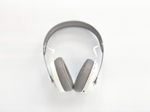 没入できるハイエンドなヘッドフォン「SENNHEISER MOMENTUM Wireless」一度聴いたら、もう戻れない